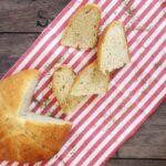 Pane con ricotta e timo