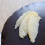 Torta chiboust cuor di loto e cioccolato