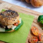 Re-Cake2.0: mini Bagels con sgombro, pomodorini confit e caciocavallo