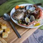 Brodetto di pesce con polenta bianca tostata in semi di finocchio