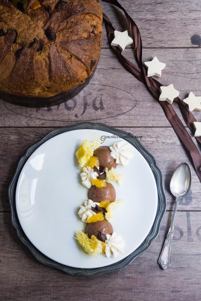 Dessert a piatto con morbidoso al cioccolato, mousse al torrone, gelèe all'arancia