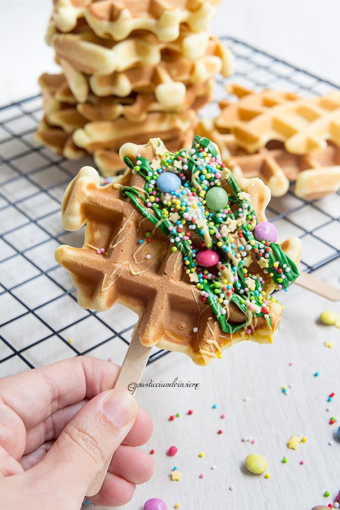 Waffles decorati con cioccolato bianco pasticciando insieme for Decorazione waffel