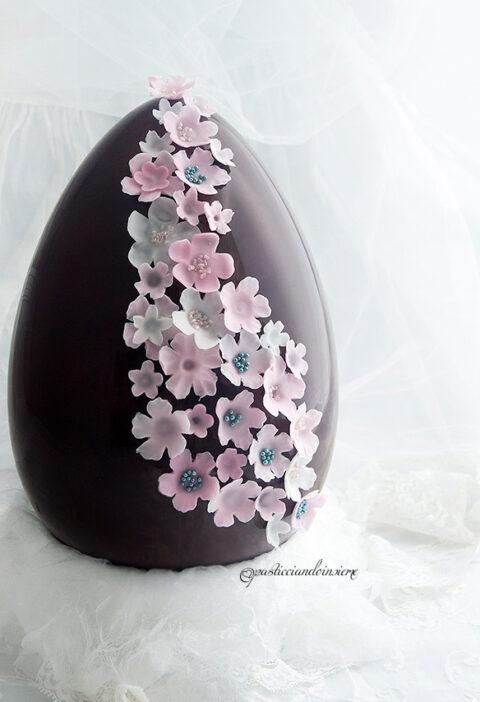 uovo pasqua decorato cioccolato