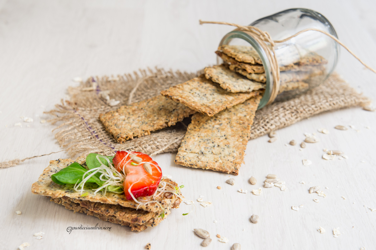 crackers-semi-insalata-fragole-germogli